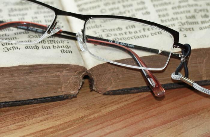 Lesebrille zur Korrektur der Altersweitsichtigkeit